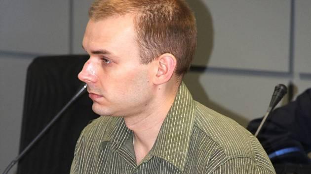 Jednatřicetiletého číšníka Karla Kašpara soud poslal za vraždu hosta na 16 let do vězení.