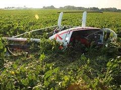 Při nouzovém přistání ultralehkého vrtulníku na letišti u Uničova na Olomoucku se v sobotu odpoledne zranil pilot. Letecky byl transportován do olomoucké fakultní nemocnice.