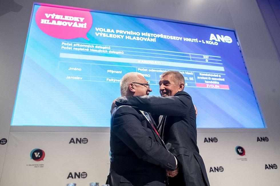 Jaroslav Faltýnek (vlevo) a Andrej Babiš na sněmu ANO