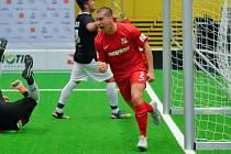 David Lošťák v dresu české juniorské reprezentace slaví branku do sítě Švýcarska.