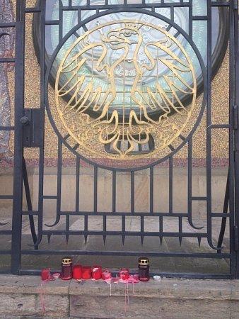 Uctění památky obětí teroristických útoků vBruselu na Horním náměstí vOlomouci