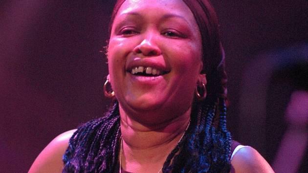 Hlavní hvězdou přehlídky je kytaristka Deborah Colemanová