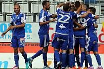 Fotbalová Sigma porazila v premiérovém domácím zápase ve druhé lize Frýdek-Místek jasně 3:0. Alespoň částečně tak napravila výpadek na Žižkově.
