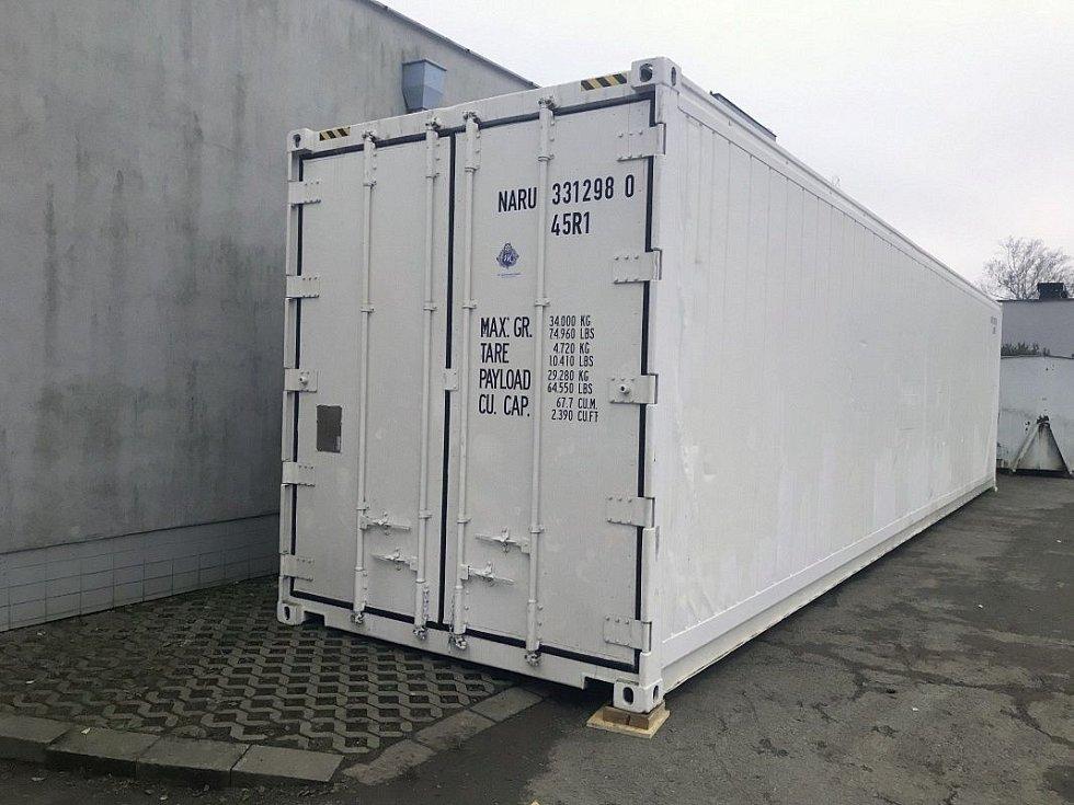 Mobilní chladicí box u olomouckého krematoria, 13. 11. 2020