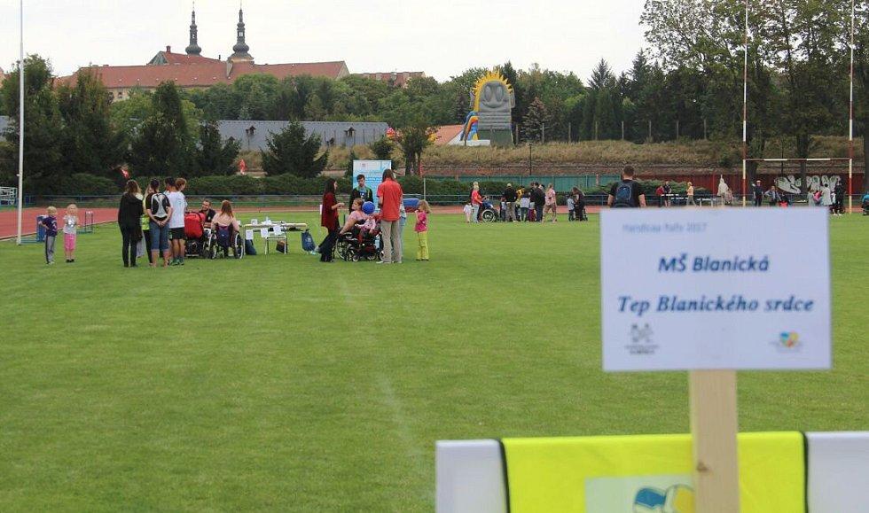 Handicap rally na atletickém stadionu v Olomouci