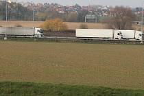Nehoda dvou nákladních aut na D35 v Olomouci