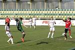 Fotbalisté 1. HFK Olomouc (v bílém) prohráli s Petřkovicemi 0:2