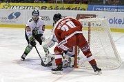 Olomoučtí hokejisté (v červeném) prohráli s Mladou Boleslaví 1:3
