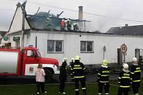 V Komárově u Šternberka v sobotu shořela střecha kulturního domu