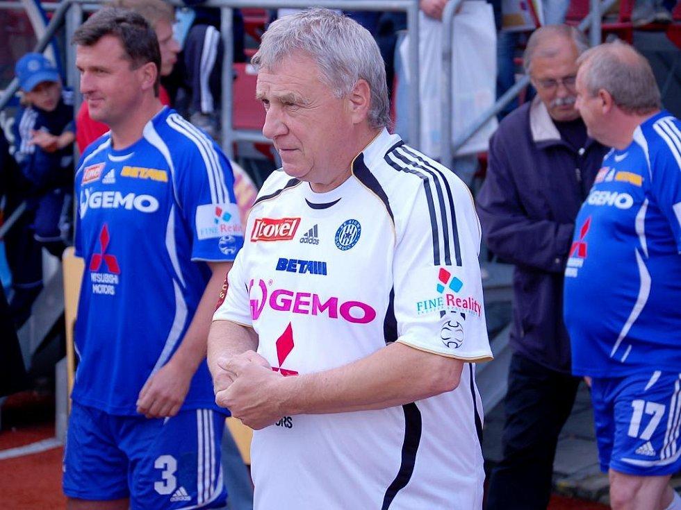 Kouč Petr Uličný (v bílém), Jan Mároši (vlevo)