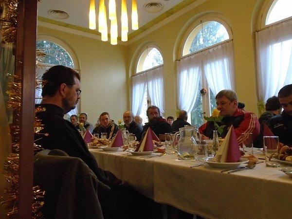 Středisko SOS vOlomouci uspořádalo na Štědrý den vrestauraci Fontána tradiční vánoční setkání pro osamělé.