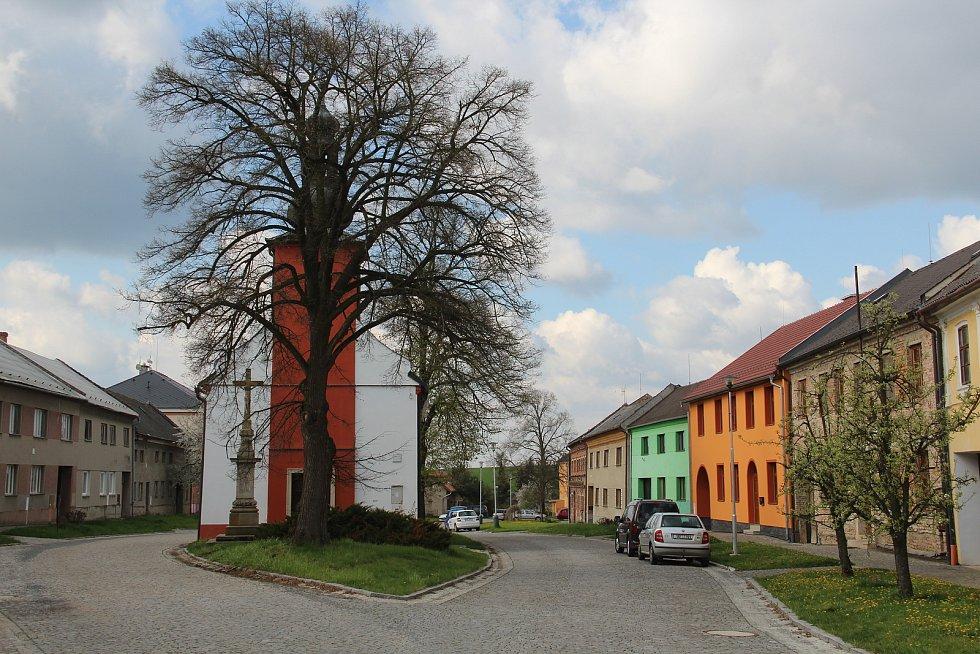 Kaple svatého Jana a Pavla v Ústíně