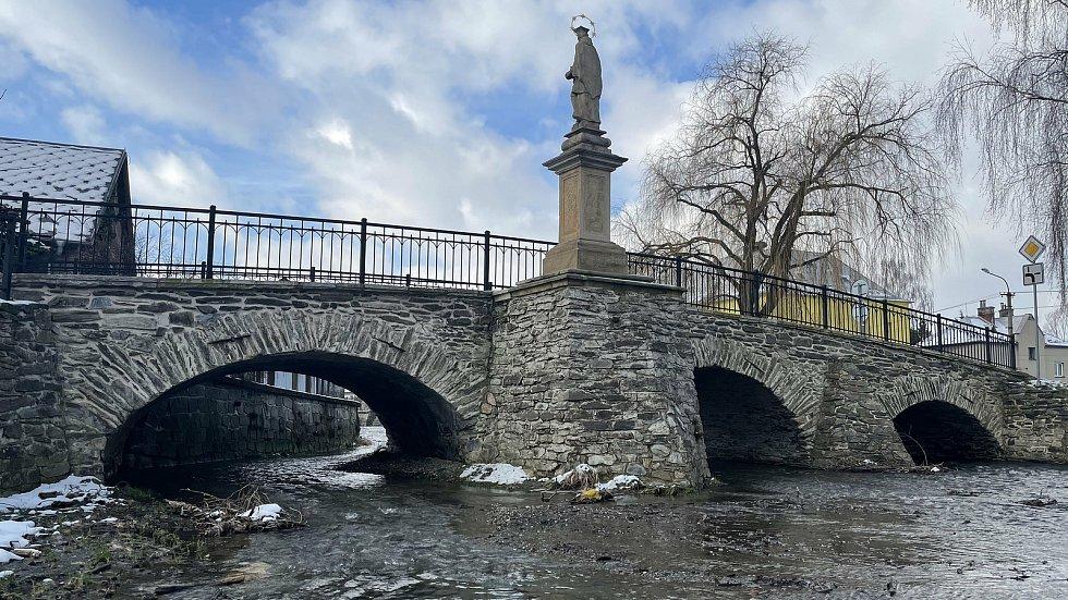 Dlouhá Loučka, unikátní Svatojánský most, leden 2021
