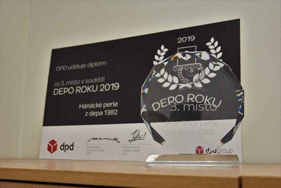 Třídírna zásilek v depu společnosti DPD mezi Horkou nad Moravou a Křelovem na Olomoucku, 15. 12. 2020