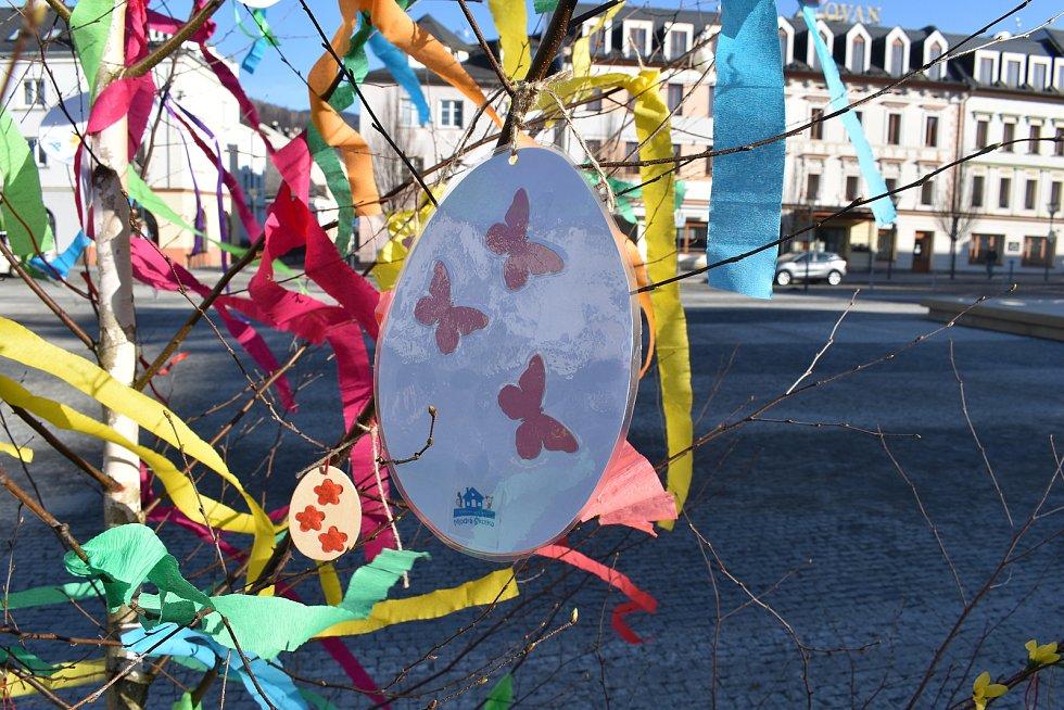 Kraslicovník na náměstí v Jeseníku. Duben 2021