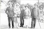 Poslední soukromí majitelé náměšťského zámku. Zleva Otta, Helena a Karel a jejich rodiče Anna a František Ottahalovi. Ottahalové koupili velkostatek v roce 1916 a vlastnili ho až do roku 1945.