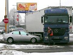 Nehoda na křižovatce Pražské a třídy Míru