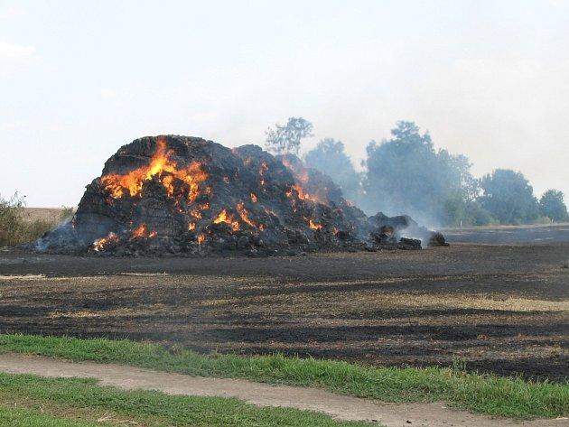 Požár stohu v Hrubčicích, škoda 75 tisíc korun.