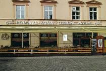 Pamětní deska na zdi olomoucké kavárny Opera má od září připomínat několikaměsíční pobyt zakladatele psychoanalýzy Sigmunda Freuda v Olomouci při vojenských manévrech v roce 1886. Jejím autorem je výtvarník, sochař, medailér a restaurátor Bohumil Teplý.