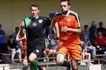 Fotbalisté Sigmy (v oranžovém) prohráli s MFK Skalica 0:2. Michal Ordoš (vpravo).