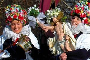 Ježíškovy Matičky - velikonoční zvyk z Olomoucka. Průvod z Bělkovic - Lašťan do Dolan