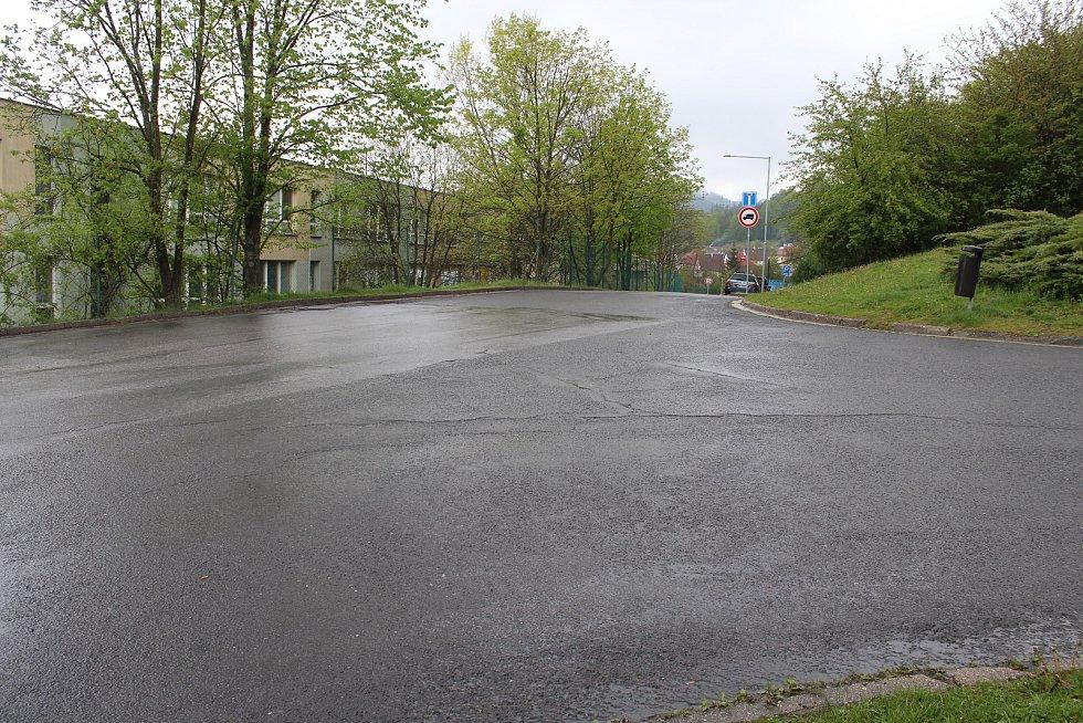Nové místo pro otáčení autobusů MHD vznikne na ul. Bratří Hlaviců v poslední zatáčce, 300 metrů pod původní točnou, která svými rozměry a sklonem nevyhovuje.