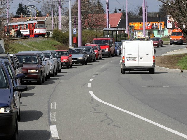 V Hraniční ulici se tvoří kolony.