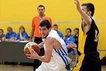 Olomoučtí basketbalisté (v bílém)