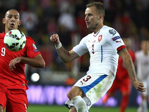 Michal Kadlec v kvalifikačním zápase v Turecku