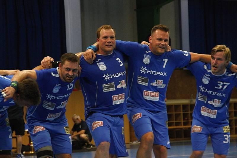 Házenkáři Tatranu Litovel slaví výhru v derby.