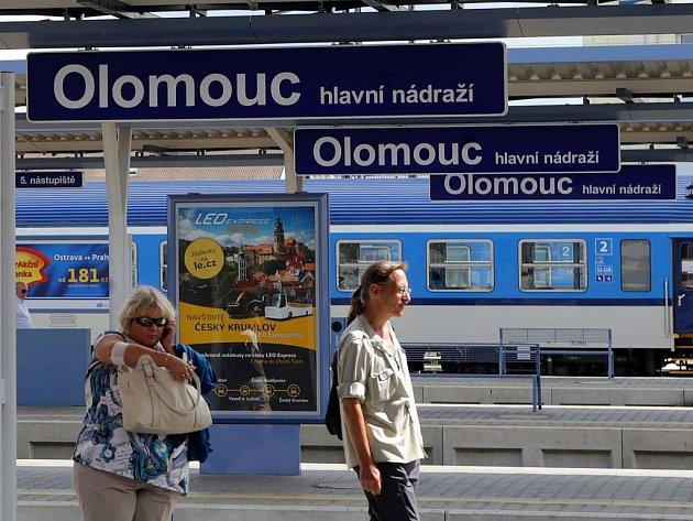8de9ebbd331 Na nádraží si odložil batoh na lavičku. Přišel o něj - Olomoucký deník