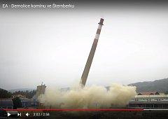 Demolice komínu ve Šternberku
