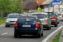 Průjezd Krčmaní na hlavním tahu Olomouc - Přerov. Ilustrační foto