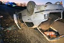 Nehoda opilého řidiče octavie v Pískově u Troubelic