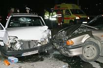 Srážka dvou aut v Masarykově ulici.