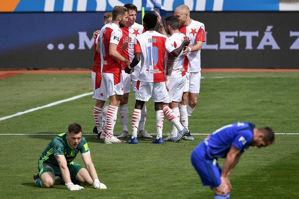 Čtvrtfinále českého fotbalového poháru MOL Cup: SK Sigma Olomouc - SK Slavia Praha 28. dubna 2021 v Olomouci. (střed) tým Slavie oslavuje gól.