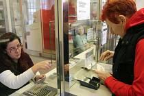 Prodej senior pasů v prodejně DPMO v Olomouci