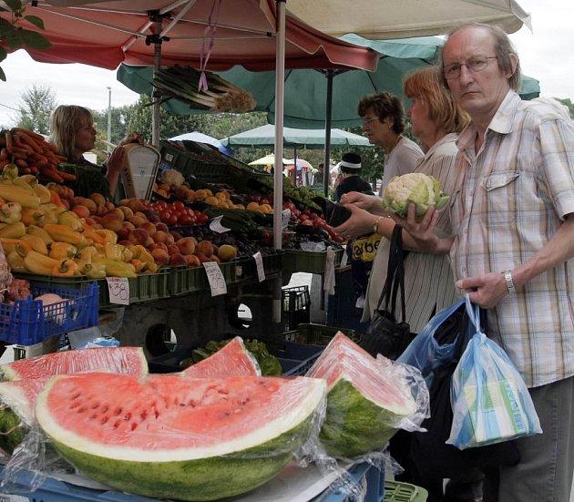 Ovoce a zeleninu je třeba před nákupem prohlédnout.