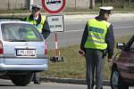 Policisté auta odkláněli už v Samotiškách.