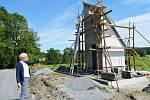 Starostka Domašova u Šternberka Michaela Procházková hlídá finiš stavebních prací.