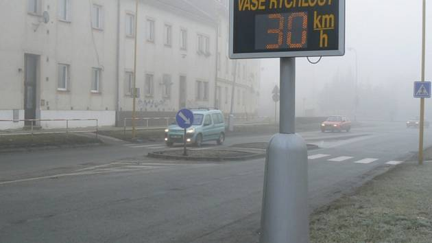 Radar upozorní řidiče na jeho rychlost.