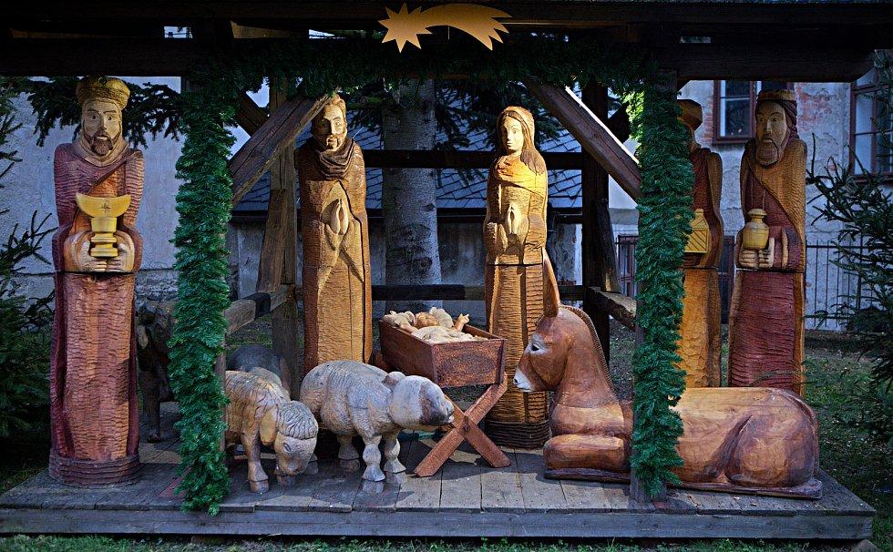 Vánoční nádvoří hradu ve Šternberku.Volně přístupné do 20.prosince.