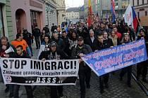 Demonstrace proti imigraci na Horním náměstí v Olomouci a pochod.