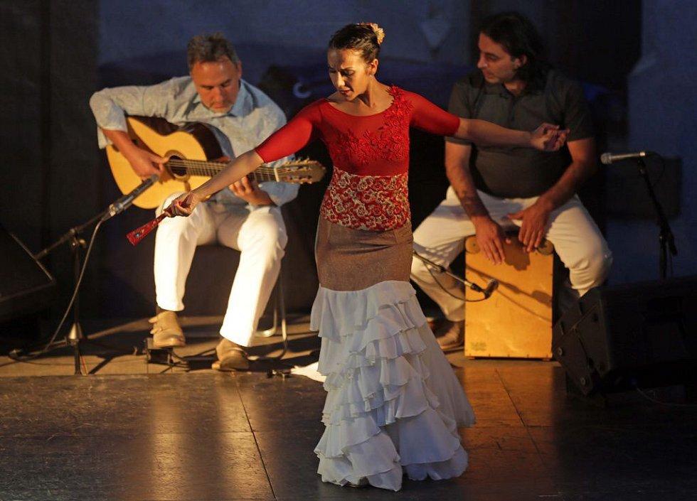 Festival Colores Flamencos - vystoupení Al-Andalus na nádvoří olomoucké radnice