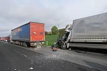 Nehoda kamionů mezi Kokorami a Krčmaní