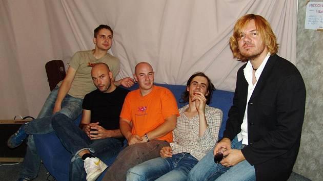 Zpěvák Michal Hrůza (na snímku zcela vpravo) představí v Olomouci novou kapelu i aktuální singl Bílá velryba.