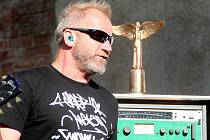 David Koller na olomouckém festivalu WaveBEAT věnoval do dražby cenu Anděla