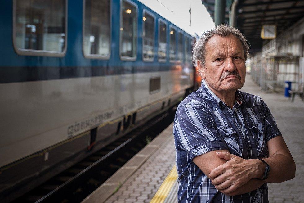 Z natáčení nového filmu Miroslava Krobota (na fotografii) Šnajdr. Filmaři se nyní přesunuli do Olomouce.