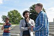 Šéfdirigent Petr Šumník, ředitel Moravského divadla Olomouc David Gerneš (uprostřed) a umělecký šéf činohry Roman Vencl