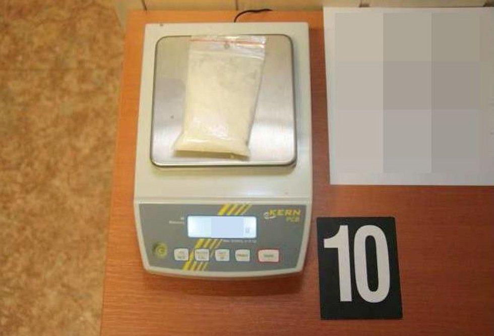Výrobce i dealera pervitinu v jedné osobně dopadli olomoučtí kriminalisté TOXI týmu - důkazní předměty